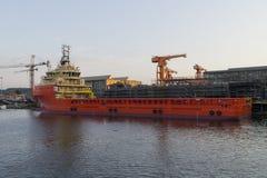 Offshorebau-Schiff in der Werft. Stockfoto