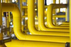 Offshorebauplattform für Produktionsöl und -gas, Öl- und Gasindustrie und harte Arbeit, Förderplattform und Operation Stockfotografie