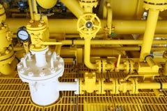 Offshorebauplattform für Produktionsöl und -gas, Öl- und Gasindustrie und harte Arbeit, Förderplattform und Operation Lizenzfreie Stockfotos