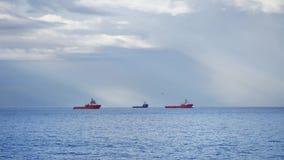 Offshoreversorgungsschiff im Aberdeen-Hafen stock footage