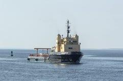 Offshoreversorgungsschiff Kommandant, der New-Bedford von den BU sich nähert lizenzfreies stockbild