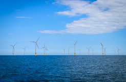 Offshorewindkraftanlage in einem Windfarm im Bau Stockfotos