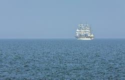 Offsore alto de la navegación de la nave Fotos de archivo libres de regalías
