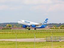 Offtake самолета, авиалиния Ellinair, авиапорт Штутгарт, Германия Стоковое Изображение