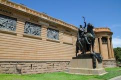 Ofiary wojna są brązowym Equestrian statuą Gilbert Bayes zlecający dla wejścia galeria sztuki zdjęcie stock