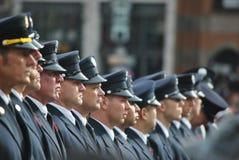 Oficiais na linha Fotos de Stock