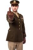 Oficial de ejército enojado que muestra el dedo medio Foto de archivo