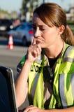 Oficial de polícia fêmea fotografia de stock royalty free