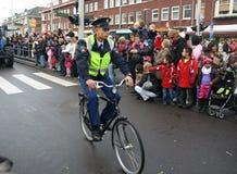 Oficial de polícia na bicicleta Imagem de Stock Royalty Free