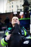 Oficial de policía cómodo. Foto de archivo libre de regalías
