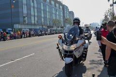 Oficial de policía de la motocicleta durante 117o Dragon Parade de oro, Foto de archivo