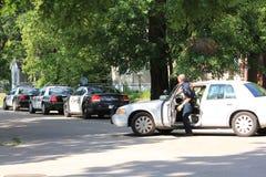 Oficial de policía del Topeka que llega en escena Imagenes de archivo