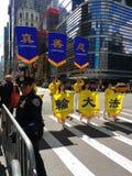 Oficial de policía Guards un desfile en New York City, NYC, NY, los E.E.U.U. Fotografía de archivo