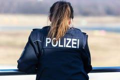Oficial de policía de sexo femenino alemán imagen de archivo
