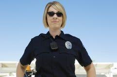 Oficial de policía Wearing Sunglasses fotografía de archivo libre de regalías