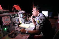 Oficial de policía de la marina de guerra en el barco Fotos de archivo libres de regalías