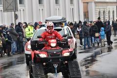 Oficial del rescate de la montaña en un ATV en un evento nacional Foto de archivo libre de regalías