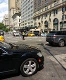 Oficial Among Gridlock, New York City, NYC, NY, los E.E.U.U. del tráfico de NYPD Foto de archivo libre de regalías