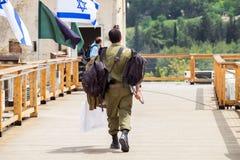Oficial júnior israelita não identificado (primeiramente tenente) em museu blindado do corpo de Latrun fotos de stock royalty free