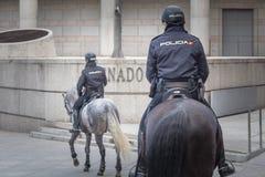 Oficial montado español de la mujer policía en Madrid fotografía de archivo libre de regalías