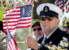Oficial naval patriótico con la bandera americana Imágenes de archivo libres de regalías