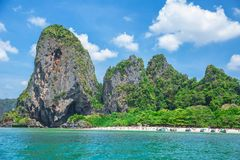 Oficial que da ilha do paraíso da praia do Maya nenhuma programação fechado não anuncie da autoridade desde junho de 2018 foto de stock royalty free