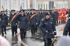 Oficiales de la policía y de los bomberos en un evento nacional Fotografía de archivo