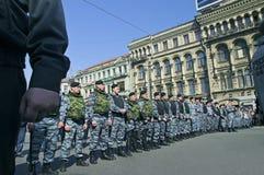 Oficiales de policía alineados Imagen de archivo libre de regalías