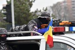 Oficiales de policía de la frontera que desfilan en un evento nacional Foto de archivo