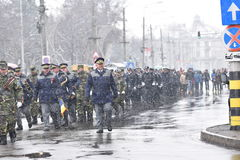 Oficiales de policía de los militares y en un evento nacional Imágenes de archivo libres de regalías