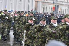Oficiales de policía de los militares y en un evento nacional Imagenes de archivo