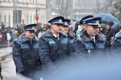 Oficiales de policía de los militares y en un evento nacional Foto de archivo