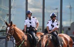 Oficiales de policía de sexo femenino Fotografía de archivo