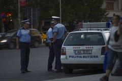 Oficiales de policía durante protesta en Bucarest contra la minería aurífera imagen de archivo libre de regalías