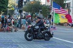 Oficiales de policía en la ejecución de las motocicletas Fotografía de archivo