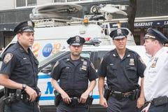 Oficiales de policía en las calles Fotos de archivo libres de regalías