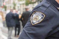 Oficiales de policía en las calles Foto de archivo libre de regalías