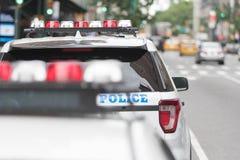 Oficiales de policía en las calles Fotos de archivo