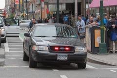 Oficiales de policía en las calles Imagenes de archivo