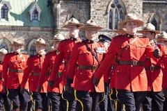 Oficiales de policía montados canadienses en el hil del parlamento Fotos de archivo libres de regalías