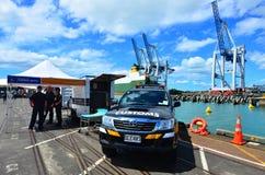 Oficiales del servicio de aduanas de Nueva Zelanda Imagen de archivo libre de regalías