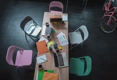 Oficina acogedora del equipo creativo joven foto de archivo libre de regalías