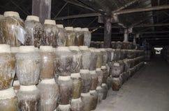 Oficina amarela do armazenamento do vinho de arroz fotografia de stock