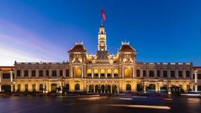 Oficina central del comité de Ho Chi Minh City People del lapso de tiempo en la noche almacen de video