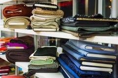 oficina costureira oficina para a roupa das mulheres fotografia de stock