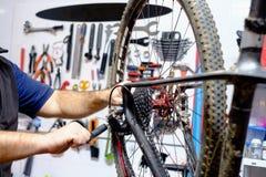 Oficina da bicicleta Fotos de Stock Royalty Free