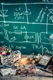 Oficina da eletrônica no laboratório da escola imagem de stock royalty free