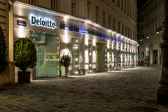 Oficina de Deloitte en Viena, Austria - líder en la auditoría del negocio global, consultando Fotos de archivo libres de regalías