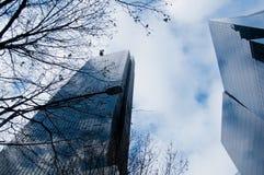 Oficina de moda moderna de la corporación con el vidrio azul en triunfo fotografía de archivo