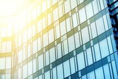 Oficina de negocios de Moden que construye el modelo de Windows Repeative Foto de archivo libre de regalías